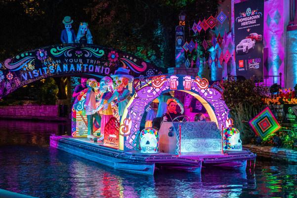 La celebración del Día de Muertos más grande del país, en San Antonio, regresa con eventos presenciales que incluyen un desfile de río único (PRNewsfoto/Visit San Antonio)